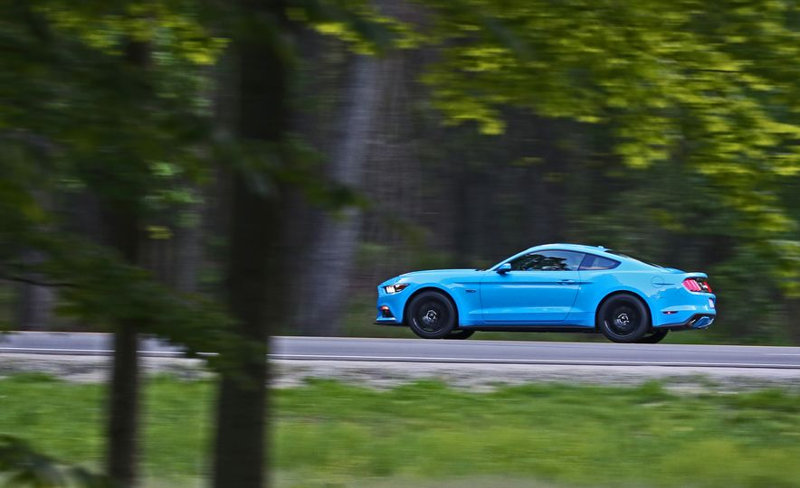 2017 Ford Mustang GT 5.0 6MT - Slide 4