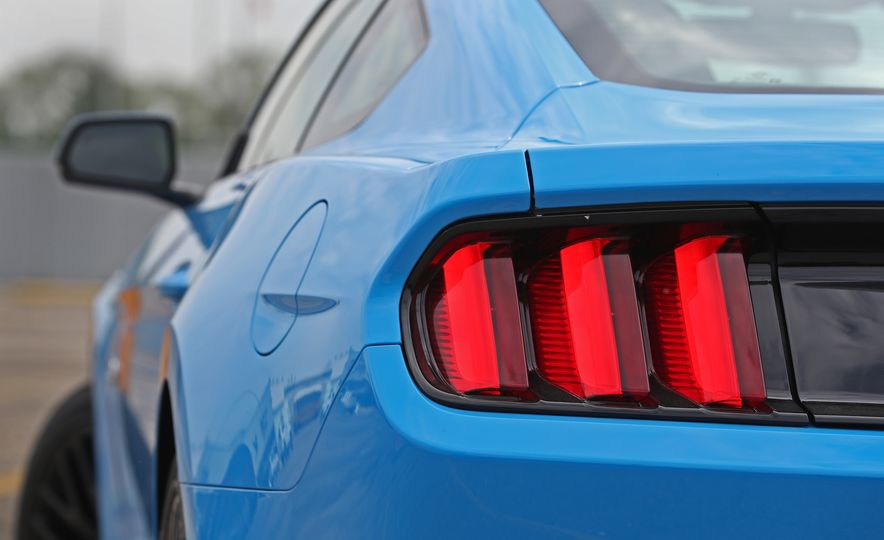2017 Ford Mustang GT 5.0 6MT - Slide 30