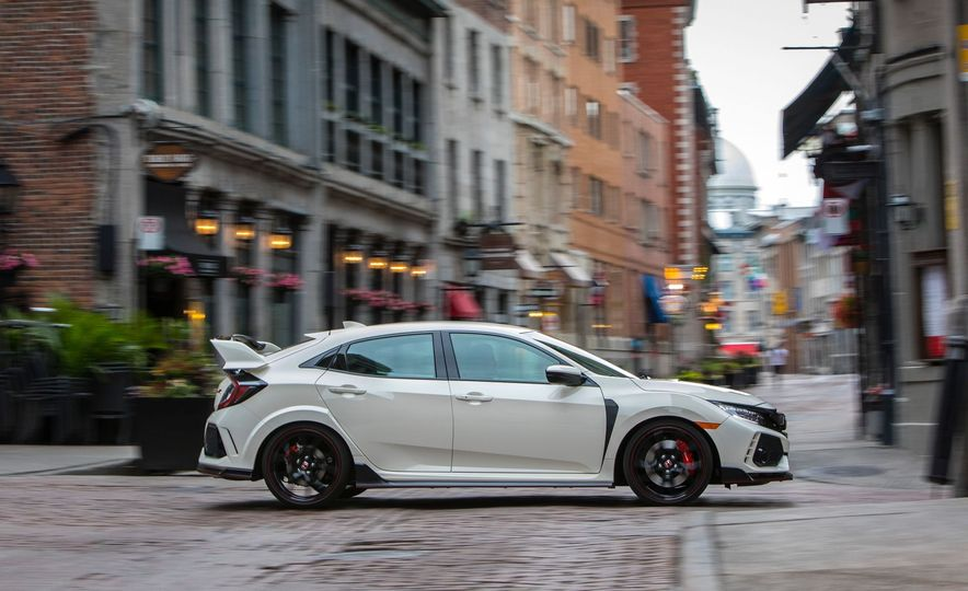 2017 Honda Civic Type R - Slide 2