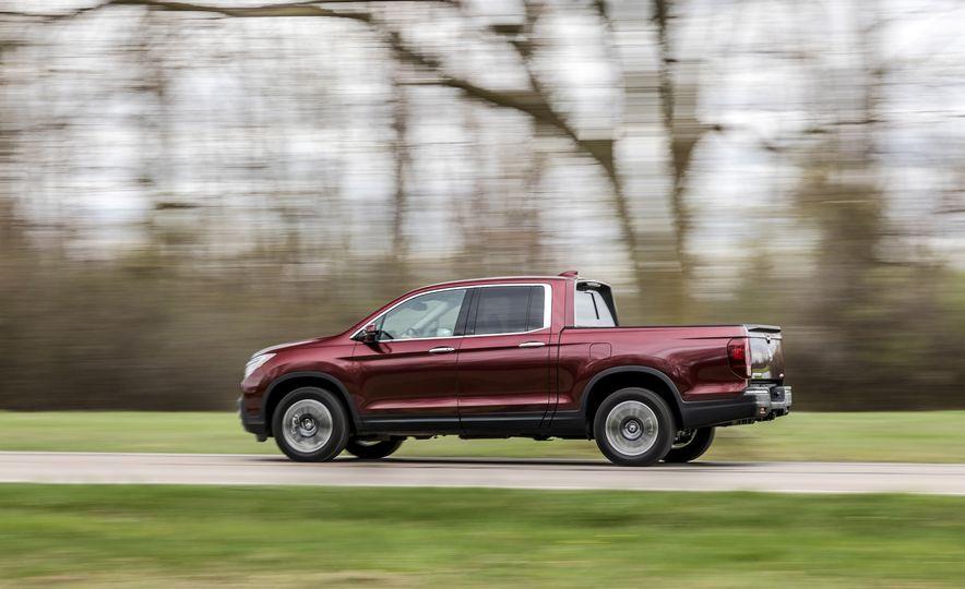 2017 Honda Ridgeline RTL-E AWD and 2017 Chevrolet Colorado LT 4WD - Slide 15
