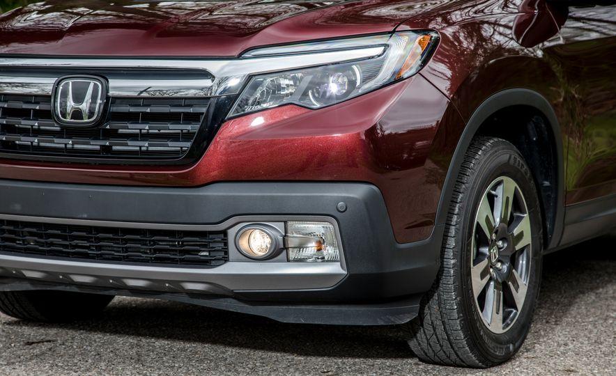 2017 Honda Ridgeline RTL-E AWD and 2017 Chevrolet Colorado LT 4WD - Slide 17