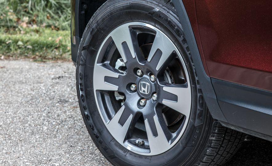 2017 Honda Ridgeline RTL-E AWD and 2017 Chevrolet Colorado LT 4WD - Slide 18