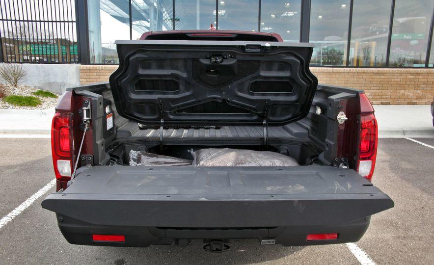 2017 Honda Ridgeline RTL-E AWD and 2017 Chevrolet Colorado LT 4WD - Slide 23