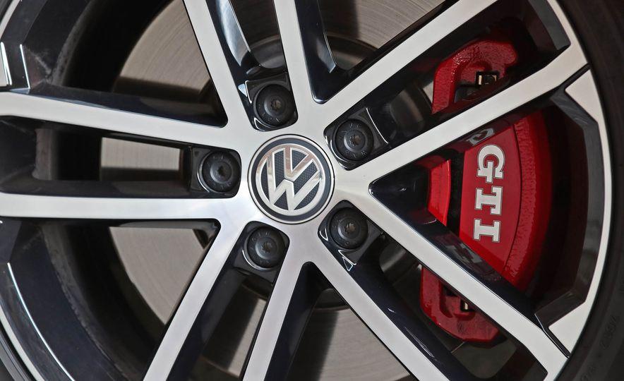 2017 Volkswagen Golf GTI - Slide 21