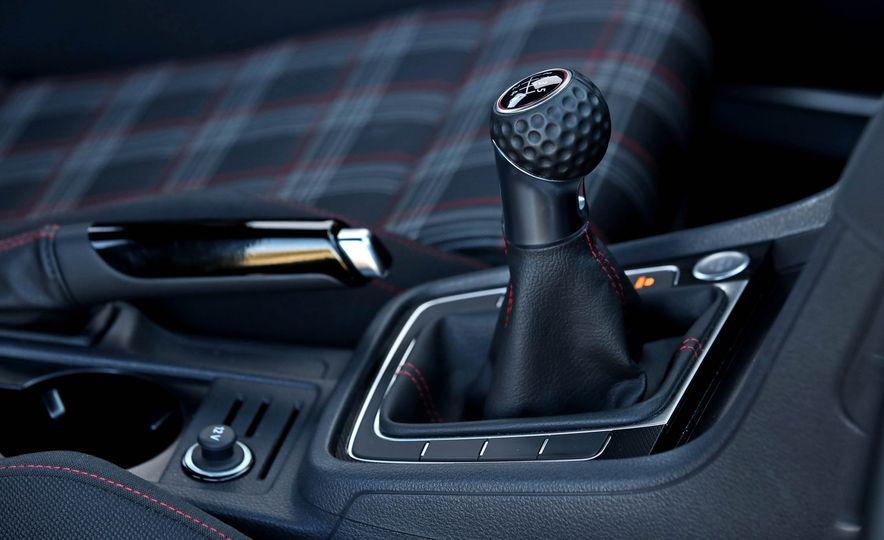 2017 Volkswagen Golf GTI - Slide 34