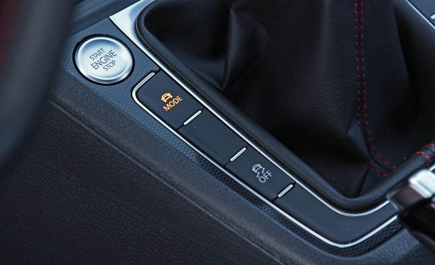 2017 Volkswagen Golf GTI - Slide 35