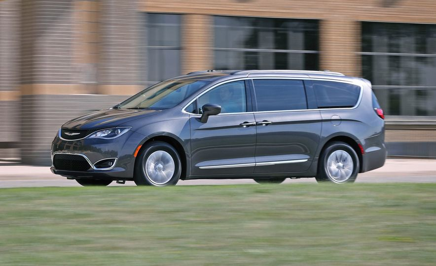 2017 Chrysler Pacifica - Slide 1