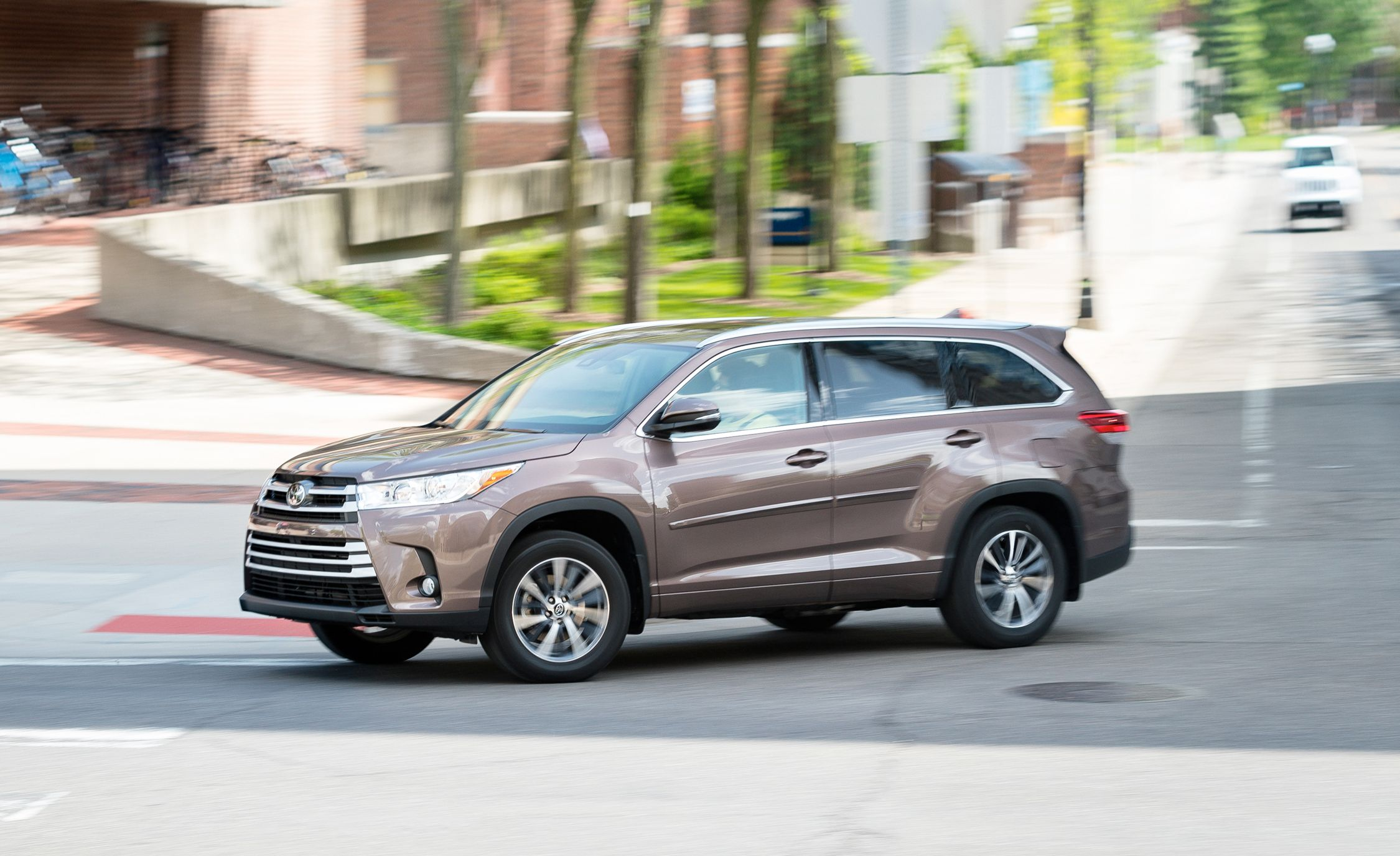 2020 Toyota Highlander Reviews Price Photos And Specs Car Driver