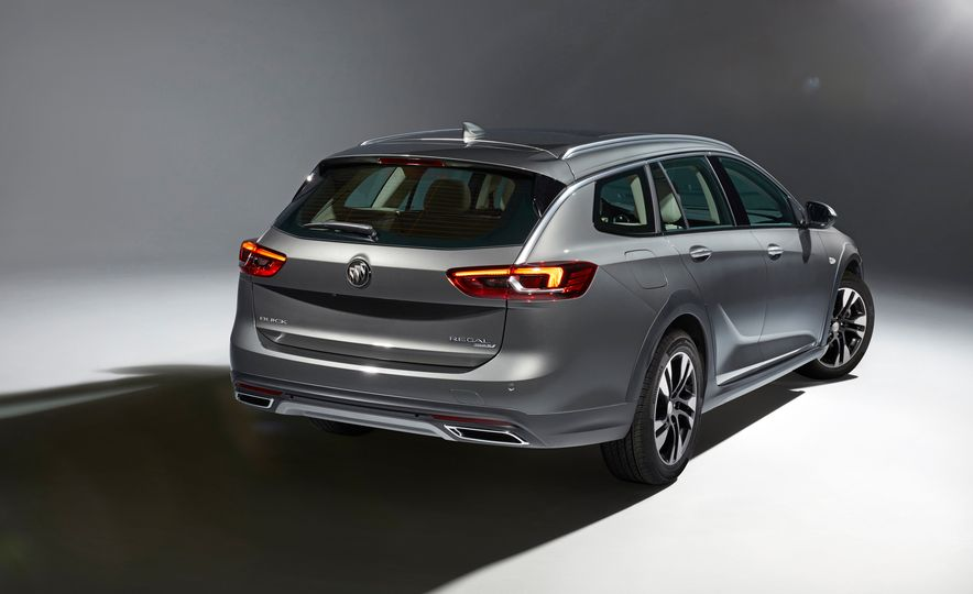 2018 Buick Regal TourX - Slide 2