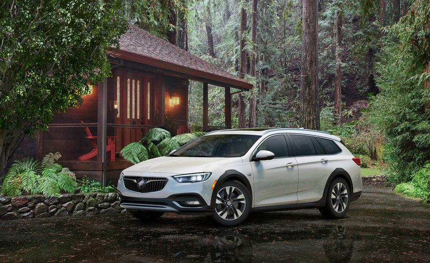 2018 Buick Regal TourX - Slide 7
