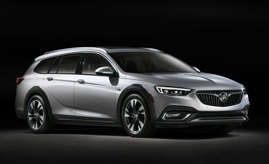 2018 Buick Regal TourX - Slide 10
