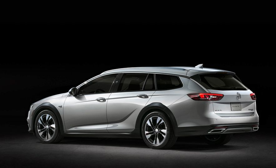 2018 Buick Regal TourX - Slide 11
