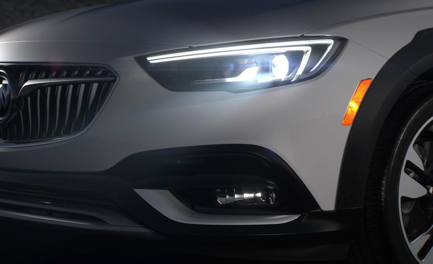 2018 Buick Regal TourX - Slide 13
