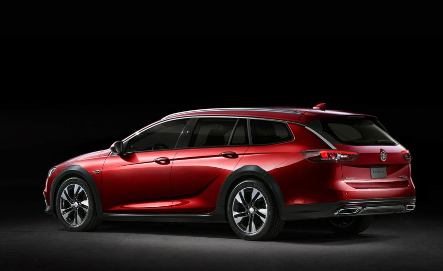 2018 Buick Regal TourX - Slide 15