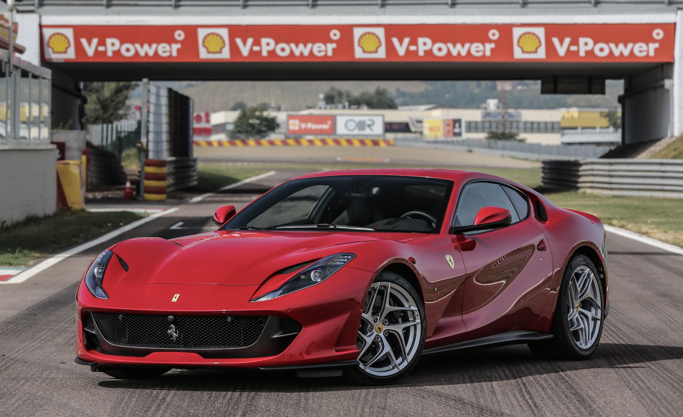Ferrari 812 Superfast Reviews | Ferrari 812 Superfast Price, Photos, And  Specs | Car And Driver