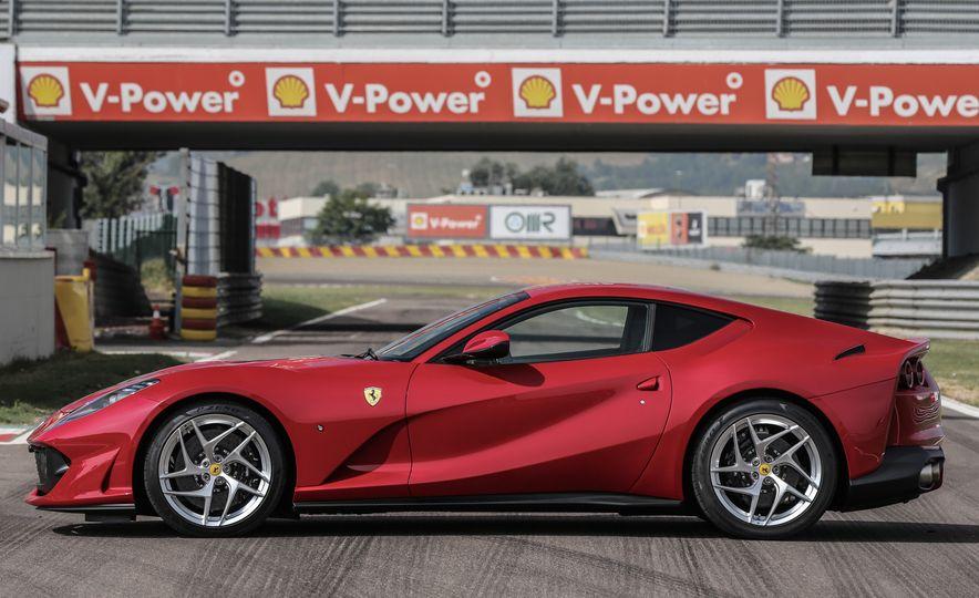 2018 Ferrari 812 Superfast - Slide 9