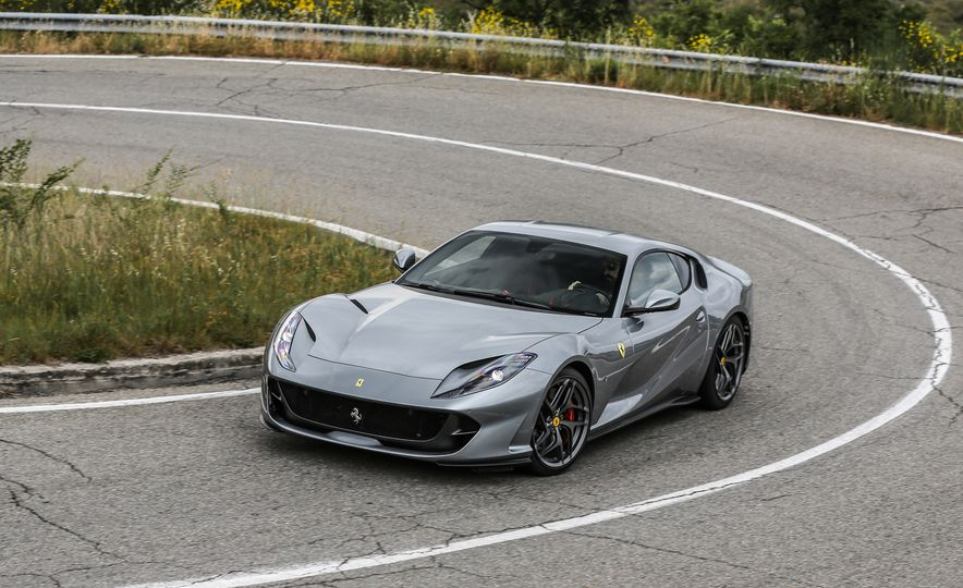 2018 Ferrari 812 Superfast - Slide 1