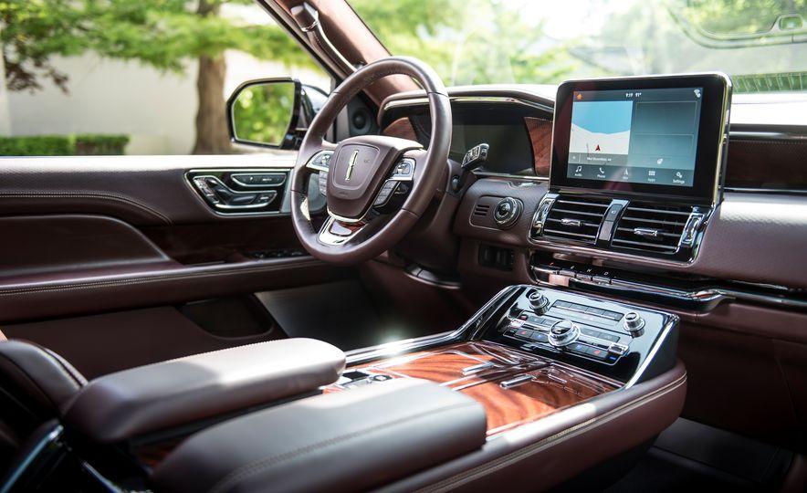 2018 Lincoln Navigator L - Slide 17