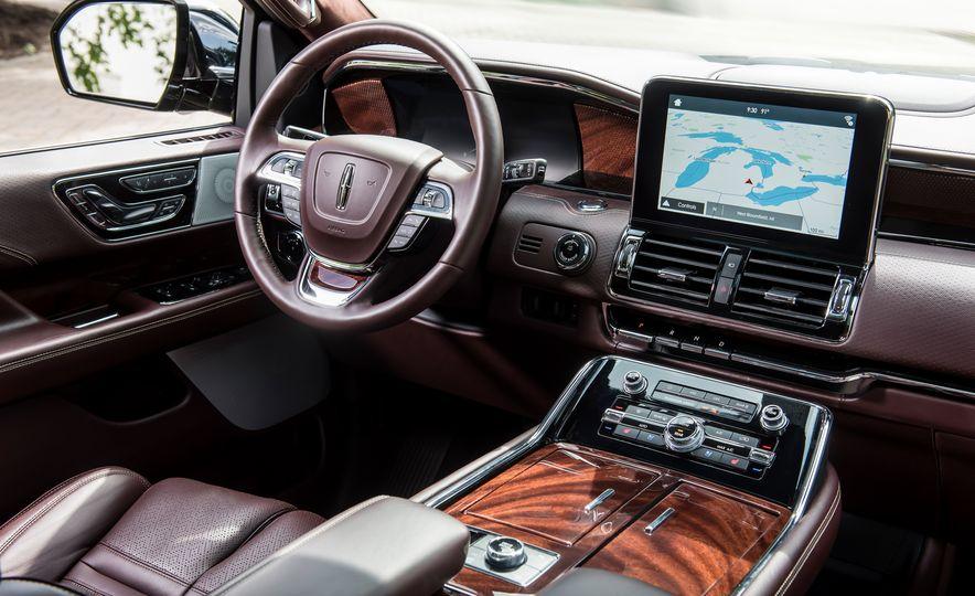 2018 Lincoln Navigator L - Slide 18