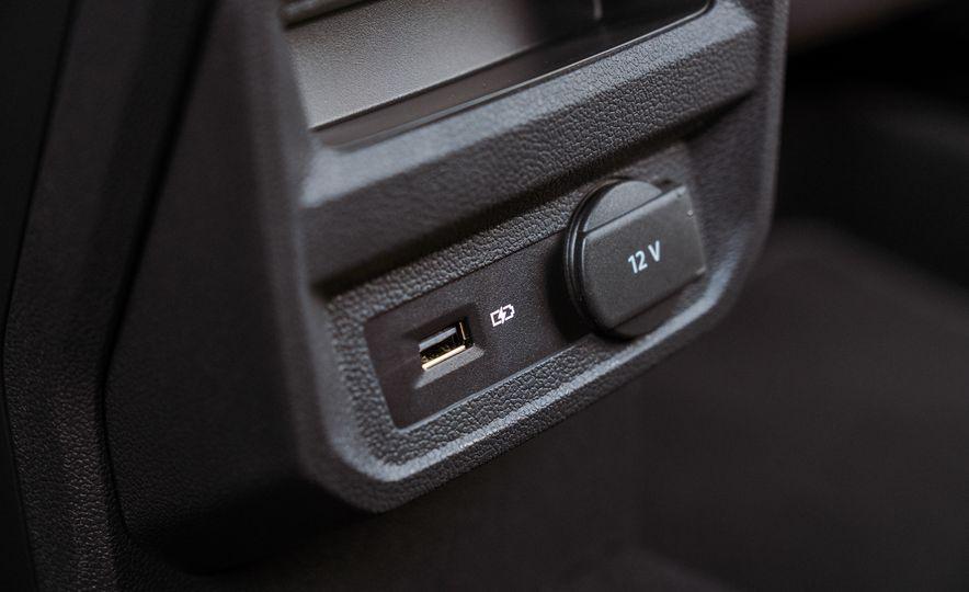 2018 Volkswagen Tiguan - Slide 43