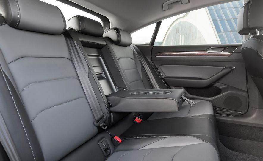 2019 Volkswagen Arteon - Slide 33