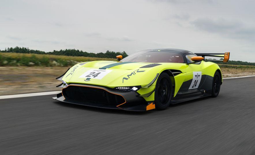 Aston Martin Vulcan AMR Pro - Slide 2
