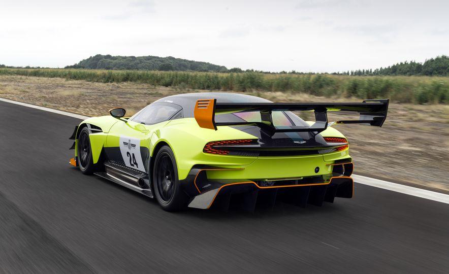 Aston Martin Vulcan AMR Pro - Slide 3