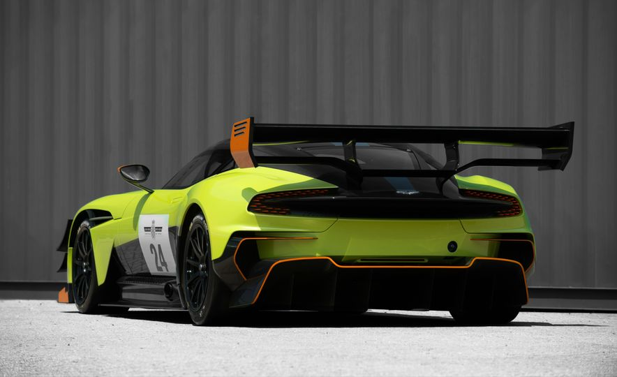Aston Martin Vulcan AMR Pro - Slide 8