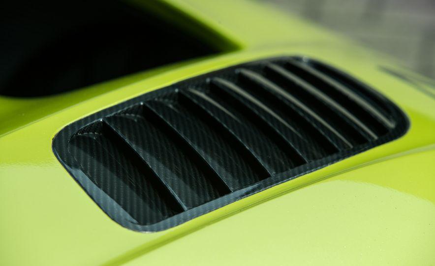 Aston Martin Vulcan AMR Pro - Slide 12