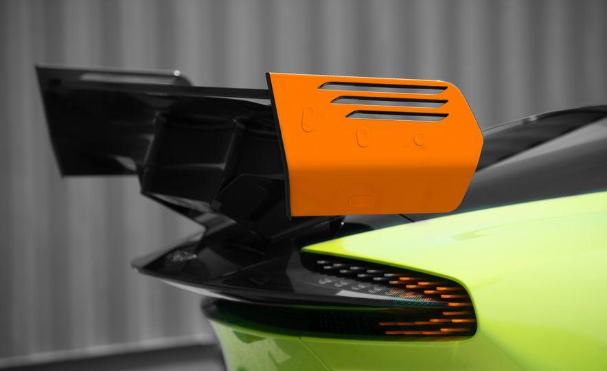 Aston Martin Vulcan AMR Pro - Slide 14