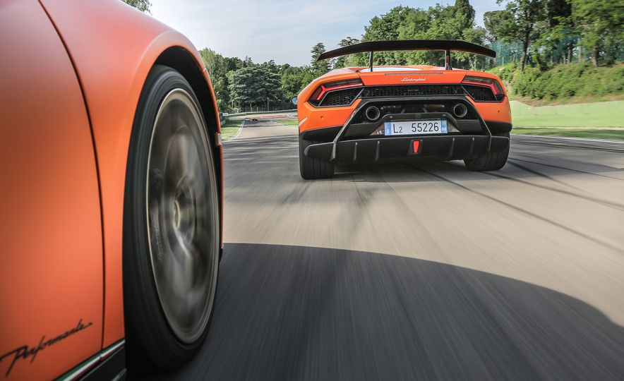 Go With the Flow: How the Lamborghini Huracan Performante Bends Air to Its Will - Slide 9