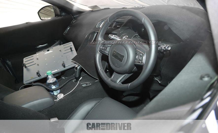 2018 Jaguar E-Pace (spy photo) - Slide 20