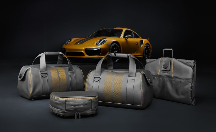 Porsche 911 Turbo S Exclusive Series - Slide 22