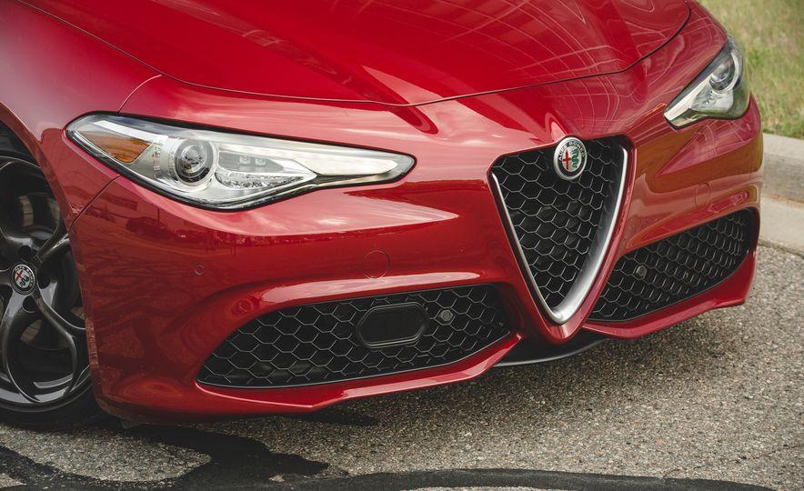 2017 Alfa Romeo Giulia 2.0T - Slide 16
