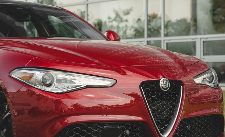 2017 Alfa Romeo Giulia 2.0T - Slide 17