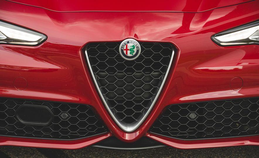 2017 Alfa Romeo Giulia 2.0T - Slide 19
