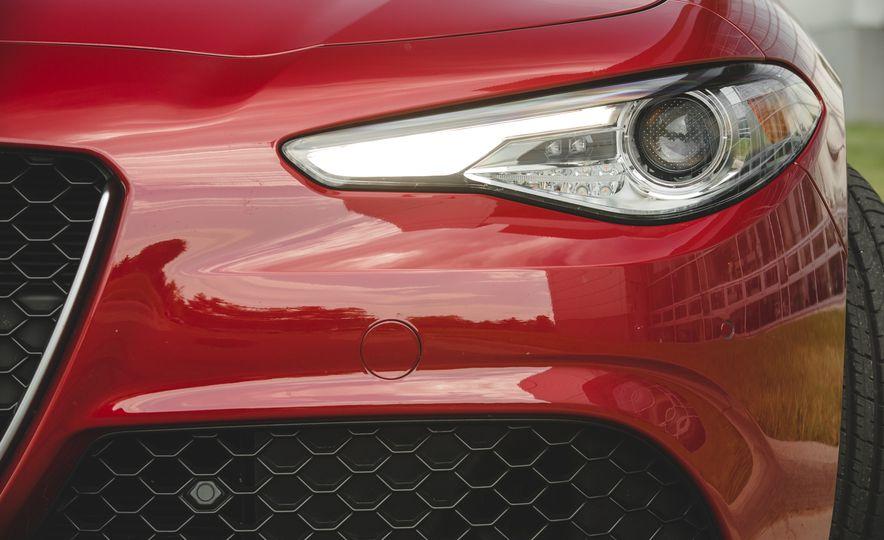 2017 Alfa Romeo Giulia 2.0T - Slide 20