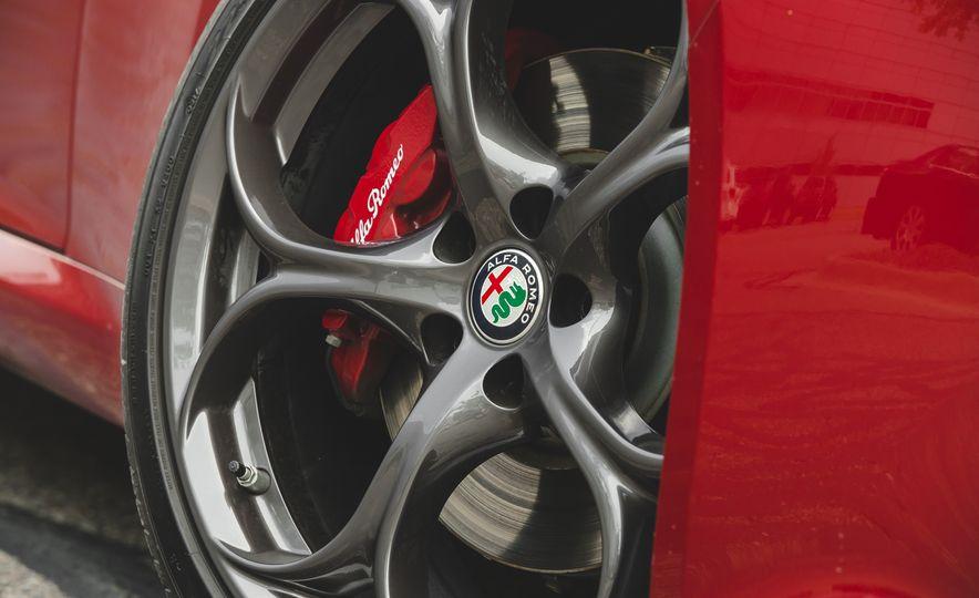 2017 Alfa Romeo Giulia 2.0T - Slide 21