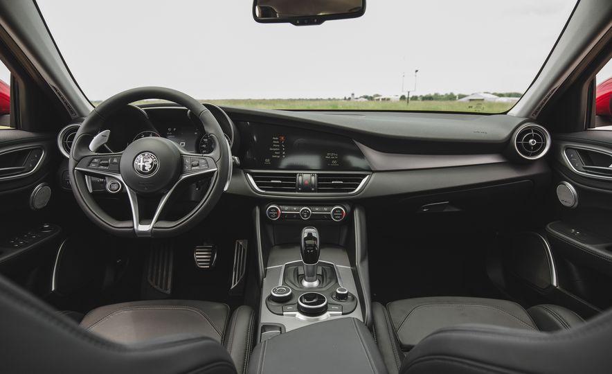 2017 Alfa Romeo Giulia 2.0T - Slide 28