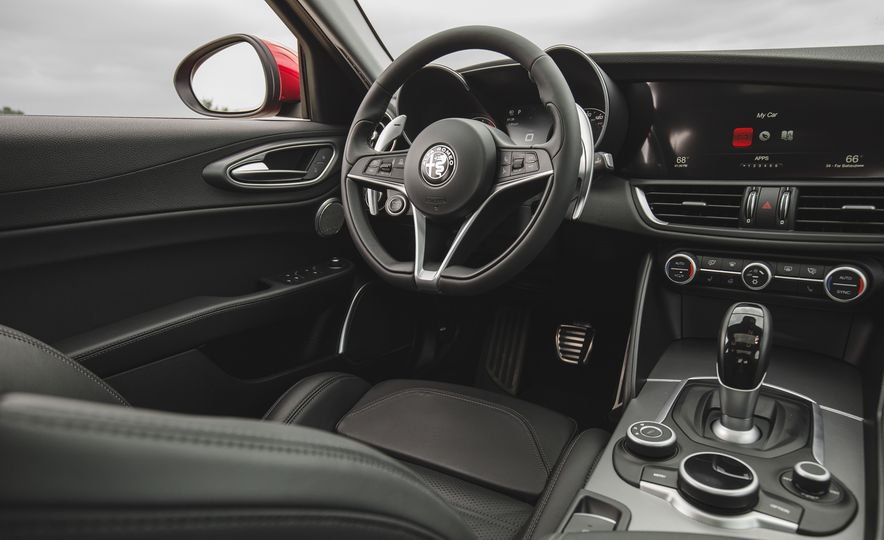 2017 Alfa Romeo Giulia 2.0T - Slide 30