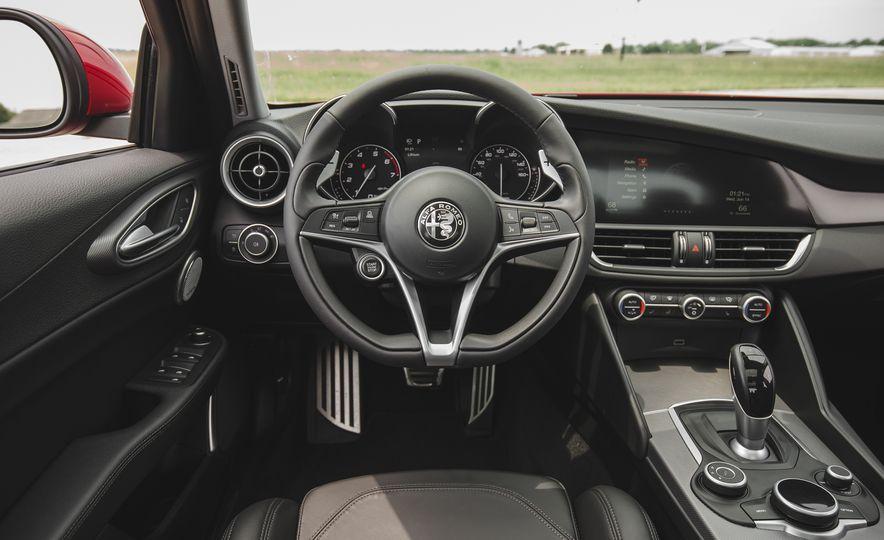 2017 Alfa Romeo Giulia 2.0T - Slide 31