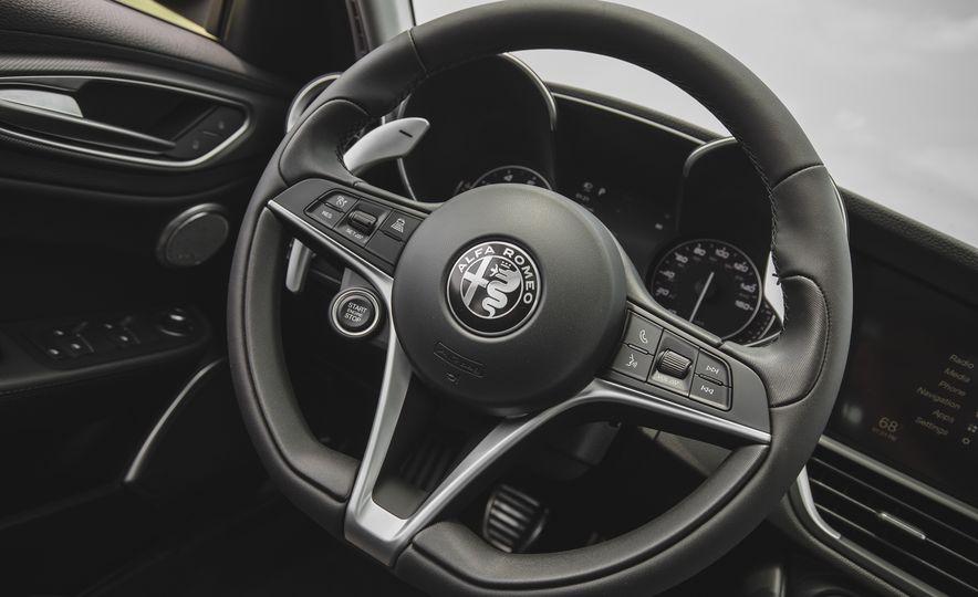 2017 Alfa Romeo Giulia 2.0T - Slide 32