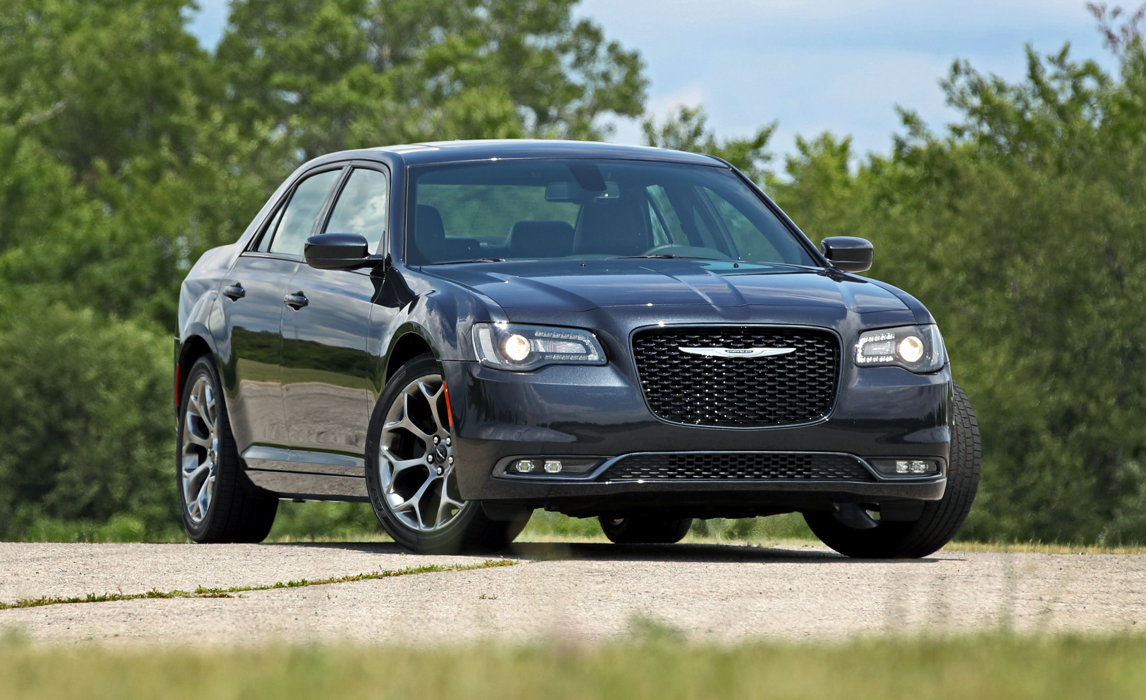 2019 Chrysler 300 Reviews Price Photos And Specs Car Driver