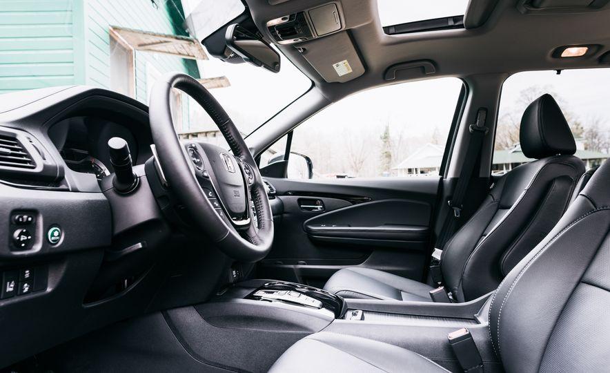 2017 Mazda CX-9 Signature AWD, 2017 GMC Acadia Denali AWD, 2018 Volkswagen Atlas SEL Premium 4MOTION, 2017 Dodge Durango GT AWD, and 2017 Honda Pilot Elite AWD - Slide 9