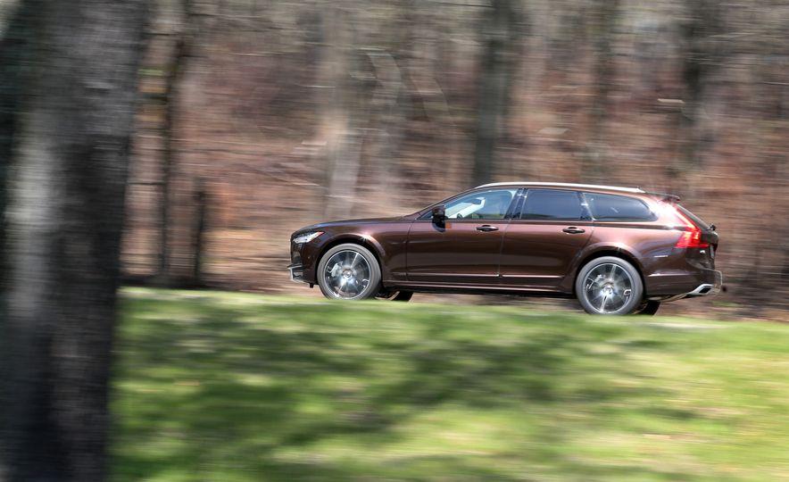 2017 Volvo V90 Cross Country T6 AWD - Slide 7