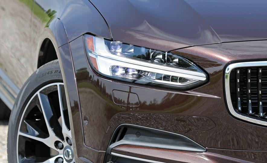 2017 Volvo V90 Cross Country T6 AWD - Slide 24