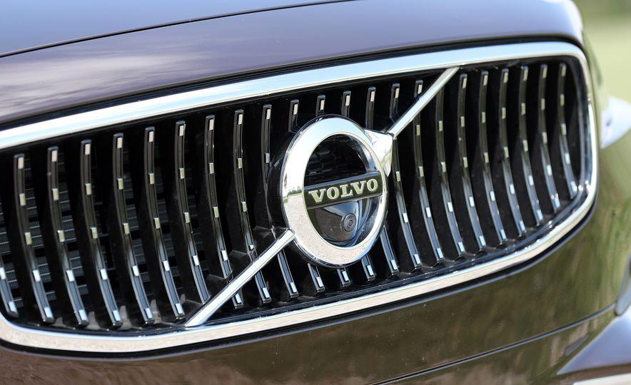 2017 Volvo V90 Cross Country T6 AWD - Slide 25