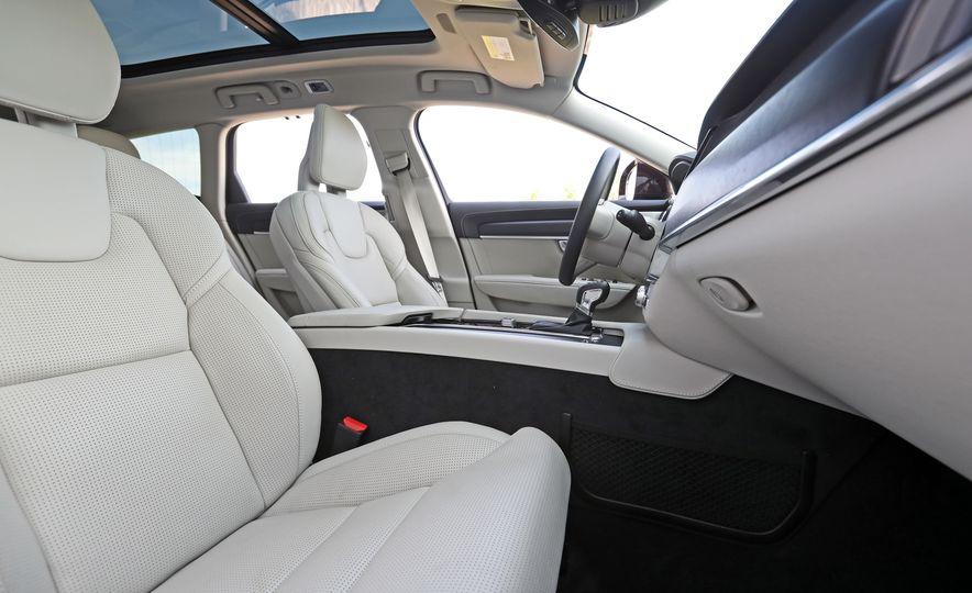 2017 Volvo V90 Cross Country T6 AWD - Slide 35