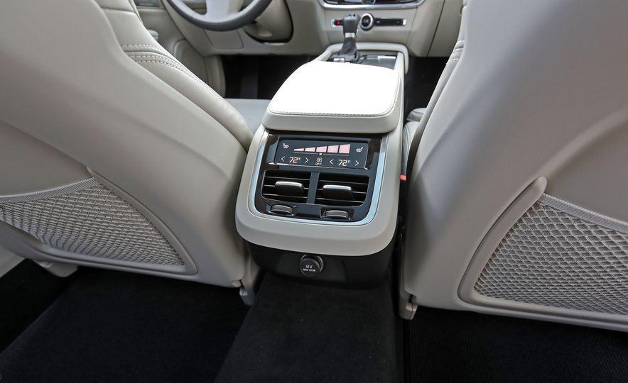 2017 Volvo V90 Cross Country T6 AWD - Slide 38