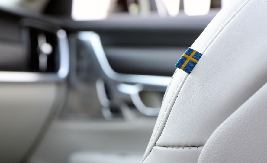2017 Volvo V90 Cross Country T6 AWD - Slide 45